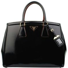 A classic black purse by Prada! - designer purses for sale, buy ladies purse online, shopping purses *ad Prada Bag, Prada Handbags, Purses And Handbags, Prada Purses, Tote Handbags, Beautiful Handbags, Beautiful Bags, Hello Beautiful, Marken Outlet