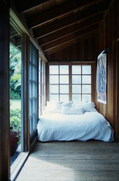 nook. Love the pure white bed. Romantic!