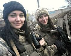 Ukrainian soldiers on the front line in Eastern Ukraine, currently a war zone : pics Idf Women, Military Women, Military Girl, Military Police, Military Soldier, Ukraine, Female Soldier, Girls Uniforms, Guns N Roses