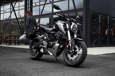 """79 mentions J'aime, 1 commentaires - Honda Moto France (@hondamotofr) sur Instagram : """"Nouvelle Honda CB125R : elle a tout d'une grande ! Disponible en concession d'ici peu ! #125…"""""""