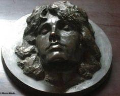 Petition drive to place a 'death mask' sculpture on Jim Morrison's grave.
