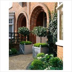 39 Awesame Front Yard Garden Landscaping Design Ideas And Remodel - Home/Decor/Diy/Design Outdoor Landscaping, Front Yard Landscaping, Outdoor Gardens, Landscaping Ideas, Versailles, Small Front Gardens, Garden Landscape Design, Terrace Garden, Garden Inspiration