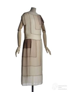 DressMadeleine Vionnet, 1920sLes Arts Décoratifs (OMG that dress!)