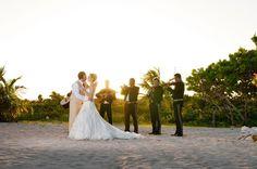 Sesión de novios en Blue Venado, Riviera Maya / Groom and bride photo shoot on the beach Blue Venado #Wedding #Boda #RivieraMaya #Beach #Playa #BlueVenado
