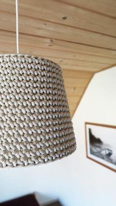 Abażur ręcznie dziergany na szydełku z grubego bawełnianego sznurka. Rękodzieło siedliska na Wygonie na Mazurach #lampka #abażur #klosz #rękodzieło #dziergany #naszydełku #dziany #zesznurka #lamp #shade #handmade #crochet #beige #beżowy #ręcznie #robione
