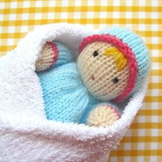 These soft, huggable LITTLE SWEETHEARTS make ideal 'first dolls' for tiny tots. When snuggled in a snowy white towel dolly will be extra cuddly (NB - towel not included). Baby Bunting, Arm Knitting, Double Knitting, Charity Knitting, Doll Toys, Pet Toys, Straight Edge, Baby Scarf, Christmas Knitting Patterns
