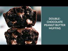 Flourless double-chocolate and peanut butter muffins made with healthier ingredients and very low added sugar! Healthy Chocolate Muffins, Double Chocolate Muffins, Peanut Butter Muffins, Chocolate Peanut Butter, Muffins Double Chocolat, Butter Pound Cake, Coffee Nutrition, Delicious Desserts, Breads