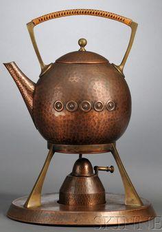 colour - metallic - beautiful copper pot