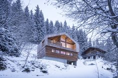 Gallery of Mountain House / Studio Razavi architecture - 3