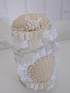 Potes de Vidro Decorados Mason Jar Crafts, Bottle Crafts, Mason Jars, Fun Crafts, Diy And Crafts, Felt Cake, Clay Jar, Jar Art, Kitchen Decor Themes