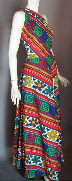 Vestidos longos rodados e com estampa geométrica fizeram sucesso nos anos 70  Vestido Longo Rodado, f206052ff8