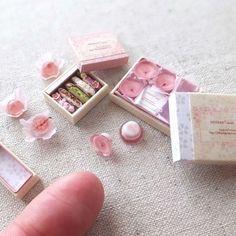 shibazukeparipariのミニチュア。 1/12 scale ミニチュア 桜 スイーツ 制作中。 箱を作って入れると なんだか嬉しいですね^^ 詳細はブログへ http://shibazukeparipari.com/sakura-170328 #ミニチュア #食品サンプル #プリン #フェイクスイーツ #サクラ #さくら #ハンドメイド #春 #桜 #スイーツ #miniature #sweet #sakura #fake #food #clay  #handmade #art #instagram #pink #cherryblossom