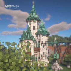 A Diorite castle ! 🏰 By u/Phelps_Builds Casa Medieval Minecraft, Minecraft Mansion, Minecraft Cottage, Cute Minecraft Houses, Amazing Minecraft, Minecraft Crafts, Minecraft Designs, Minecraft Stuff, Plans Minecraft