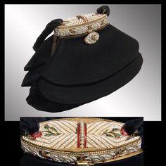 Vintage Beaded Suede Evening Purse // Black Antelope with Enamel & Beaded Top. Vintage Purses, Vintage Bags, Vintage Handbags, Vintage Stuff, Beaded Bags, Beaded Top, Vintage Vanity, Vintage Glamour, 50s Outfits