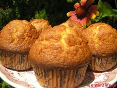 Muffins βρώμης με μέλι και κανέλα  www.enter2life.gr Healthy Desserts, Healthy Recipes, Angel Cake, Oreo Pops, Sweets Cake, Cake Pans, Cake Recipes, Muffins, Brunch