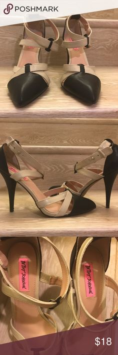 Betsey Johnson closed toe sandals Black & beige Betsey Johnson strapy closed toe sandals Betsey Johnson Shoes Heels