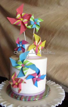 I like the simple white cake with a pop of color