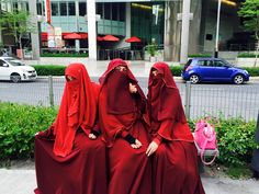"""Deep Red Niqab and Abaya, not easy to find but a huge fashion statement {this pic makes me think of """"The Handmaid's Tale"""" by Margaret Atwood. Both the book & the recent HULU 10 episode TV series. Hijab Niqab, Muslim Hijab, Red Clothing, Niqab Fashion, Islam Women, Muslim Beauty, Muslim Brides, Islamic Clothing, Beautiful Hijab"""