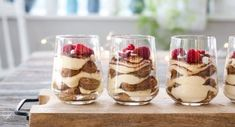 MARENGS MED MØRK SJOKOLADE OG MANDLER | TRINES MATBLOGG Tiramisu, Cheesecake, Glass, Pudding, Eat, Desserts, Christmas, Recipes, Food