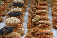 #torte #kuchen #konditorei #cafe #hugosbackstube #confiserie #patisserie Sushi, Ethnic Recipes, Food, Pies, Cakes, Cake Shop, Meal, Essen, Hoods
