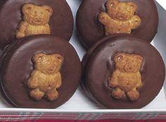 Cheery Chocolate Teddy Bear Cookies Recipe. I love this idea :)