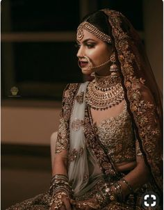 The bridal jewellery is the highlight of the wedding. Different and beautiful Indian bridal jewellery is every girl's desire.A bride is said to be Indian Bridal Fashion, Indian Bridal Wear, Bride Indian, Punjabi Bride, Indian Bridal Lehenga, Indian Girls, Indian Wear, Bridal Looks, Bridal Style