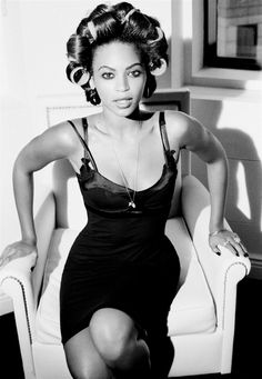 She even made the damn curlers look sexy, smdh. Beyonce ❤♔Life, likes and style of Creole-Belle ♥