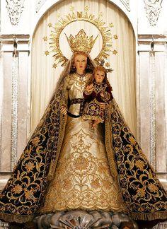 Virgen Consolacion y Correa. (Our Lady of Consolation and Cord), Santa Monica Parish, Mexico, Pampanga. Photography: Mark Aldane Tumang.