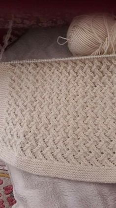 Diy Crafts - This Pin was discovered by han Easy Knitting Patterns, Crochet Stitches Patterns, Knitting Stitches, Knitting Designs, Stitch Patterns, Knitting Room, Baby Knitting, Kurti Embroidery Design, Baby Dress Patterns