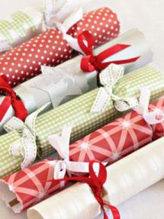 The Bride's Diary - DIY Christmas crackers Diy Christmas Crackers, Christmas Goodies, Homemade Christmas, Christmas Crafts, Christmas Decorations, Christmas Ideas, Christmas Wrapping, Christmas Paper, Christmas Countdown