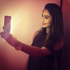No light , no selfie ??? Nahhhhhh !! NO LIGHT ; NO PROBLEM !!! I love my @thefurper light case that allows me to click the most awesome selfies with no light at all !!! #ShineBrightLikeADiamond #krystledsouza#latest