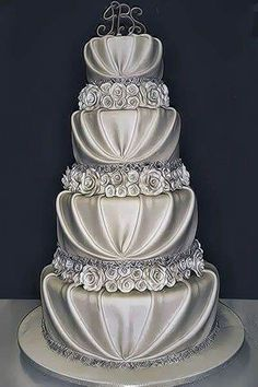 An elegant bride needs to have elegant wedding cake. Browse the top most elegant wedding cakes and I'm sure you will be fascinated by their stunning looks. Elegant Wedding Cakes, Beautiful Wedding Cakes, Gorgeous Cakes, Wedding Cake Designs, Pretty Cakes, Amazing Cakes, Wedding Ideas, Dream Wedding, Elegant Cakes