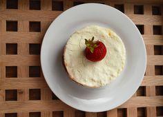 Snow White cake with apricots (Dukan) / Alba ca zapada cu caise (Dukan) Snow White Cake, Coconut Dream, Pudding, Desserts, Food, Tailgate Desserts, Deserts, Essen, Puddings