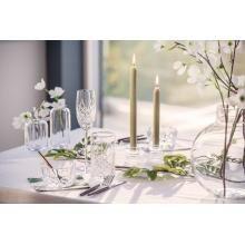 Våre tips til festsesongen | #borddekking #vår #2020 #trender #inspirasjon #vase #glass #servise #bordpynt #kremmerhuset Candles, Candy, Candle, Lights