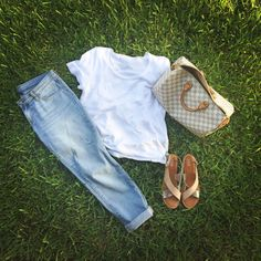 Summer outfit | gap | distressed | boyfriend | jeans | light wash | white pocket tee | minimal | nude | silver | sandals | chic | mommy outfit | casual | Louis Vuitton | speedy 35 | damier azur