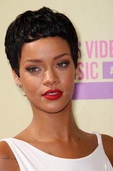 Rihanna looks stunning with new cropped hair and retro makeup at the 2012 MTV Video Music Awards