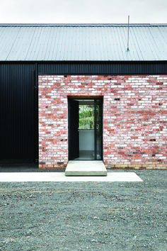 Dimond Dimondclad Rib 50 Cladding in Black - Black Barnway too red, but I like the way different coloured bricks are used. Also the contrast between the light wall and the dark cladding is too big