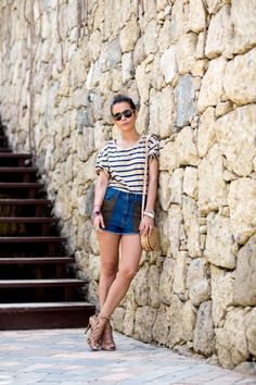 Shorts-Striped_Top-Lace_Sandals