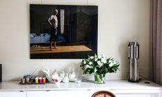 The Socialite Family   Chez Mary Erlingsen et ses filles, l'art s'invite dans la cuisine. #family #famille #paris #art #painting #frame #cadre #kitchen #cuisine #déco #inspiration #idea #détail #home #thesocialitefamily