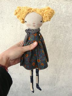 -fabric dolls , vintage style plushie inspiration for making around mother's day. Fabric Dolls, Cloth Art Dolls, Rag Dolls, Patchwork Baby, Sewing Dolls, Waldorf Dolls, Soft Dolls, Doll Crafts, Soft Sculpture