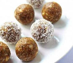 These little energy bites are perfect little snacks - pre or post workouts or when the sweet craving hits. They are no-bake, gluten free, vegan & paleo friendly and taste deliciously like fall.These delicious...