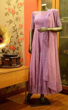 Salwar Designs, Kurta Designs Women, Blouse Designs, Designer Party Wear Dresses, Indian Designer Outfits, Ethnic Fashion, Indian Fashion, Style Fashion, Latest Fashion