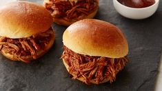 Crockpot Root Beer and Barbecue Sauce Pulled Pork Tenderloin (or Shoulder or Butt) Sandwiches Slow Cooker Recipes, Crockpot Recipes, Cooking Recipes, Slow Cooking, Mole, Sandwiches, Pulled Pork Recipes, Easy Crockpot Pulled Pork, Pulled Beef