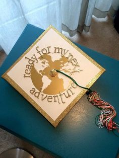 World travel grad cap graduation college graduation cap ideas, graduation hats, graduation Graduation Cap Designs, Graduation Cap Decoration, Graduation Diy, High School Graduation, Graduation Pictures, Senior Pictures, Decorated Graduation Caps, Graduation Outfits, Graduation Presents