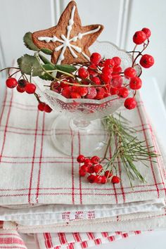 Awesome Christmas  table  decoration idea
