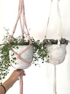 macrame/macrame anleitung+macrame diy/macrame wall hanging/macrame plant hanger/macrame knots+macrame schlüsselanhänger+macrame blumenampel+TWOME I Macrame & Natural Dyer Maker & Educator/MangoAndMore macrame studio Home Decor Baskets, Basket Decoration, Quirky Home Decor, Handmade Home Decor, Plants For Hanging Baskets, Flower Lamp, Fleurs Diy, Selling Handmade Items, Décor Boho