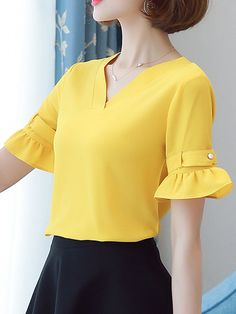 Specifications Product Name: V-Neck Plain Bell Sleeve Blouse Weight: 126(g) Sleeve Type: Bell Sleeve Pattern Type: Plain Season: Summer Sleeve: Short Sleeve Material: Chiffon Occasion: Office Collar&neckline: V-neck Size chart as a reference: Sleeve Length Shoulder Length Bust s Inchcm 922 1435 2257 3384 m Inchcm 923 1436 2358 3588 l Inchcm 924 1537 2359 3692 xl Inchcm 1025 1538 2460 3896 xxl Inchcm 1026 1539 2461 39100 More Pictures