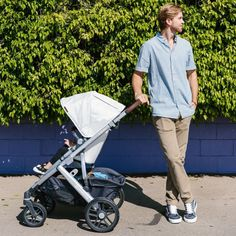 Shop 2019 UppaBaby Vista strollers in newly updated fashions at SugarBabies! The popular leather wrapped Bryce ships free & offers loads of must have features! Stroller Board, Convertible Stroller, Toddler Bag, Model One, Three Kids, Bag Storage, Push Up, Baby Car Seats