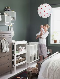 The HENSVIK cot can be placed at two different heights, making it a perfect fit for both parent and baby