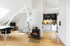 GRÜNERLØKKA: Stilig, lys 3-roms loftsleilighet. Privat takterrasse